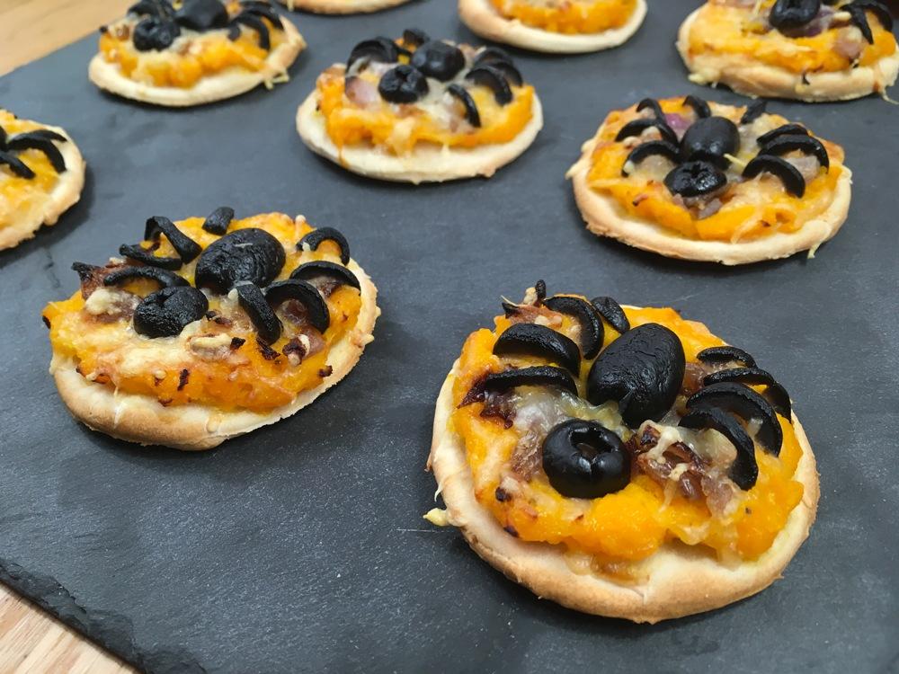 Mini-pizza araignée au potimarron